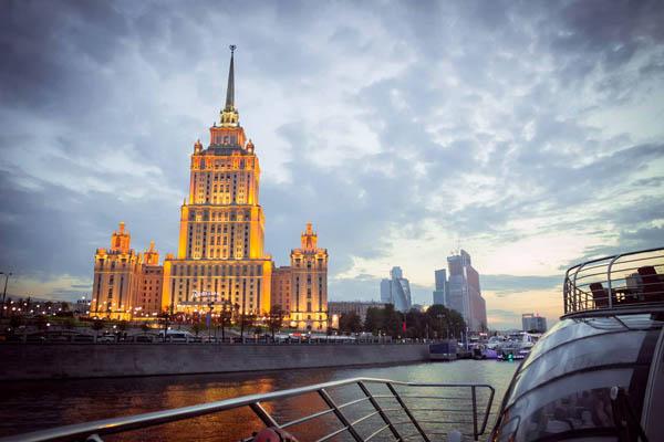 Экскурсия «Зимний Обзорный круиз по Москве-реке на борту яхты-ресторана»