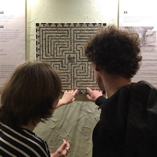 Выставка «Знаки и символы на пути. О времени, о выборе, о шансах»