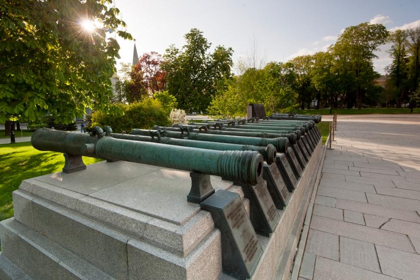 Экспозиция старинных артиллерийских орудий Московского Кремля