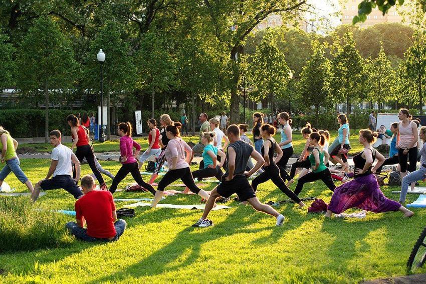 Фитнес-тренировки для взрослых и детей в Воронцовском парке