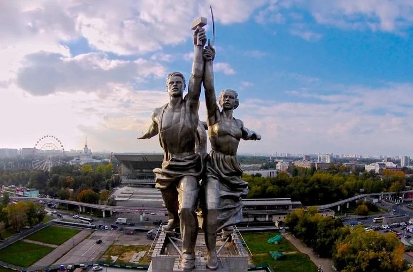 Выставка скульптуры соцстран XX века «Памятник труду»
