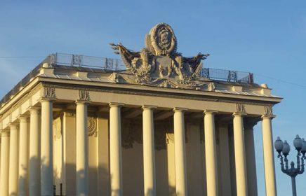Экскурсия «Советская история на ВДНХ». Узнать о достижениях и мифах Советского Союза и понять, почему не стало этой великой страны