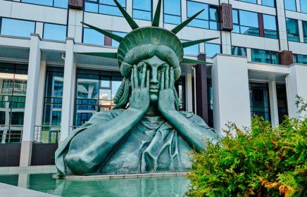 Голова Статуи Свободы в Москве