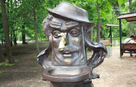 Памятник Мойдодыру в Сокольниках