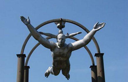 Памятник «Дельтапланеризм»