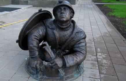 Памятник слесарю-водопроводчику